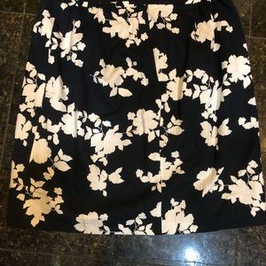 Talbots skirt Navy with  white leafs. Size 18w